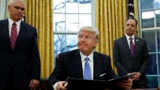 Donald Trump acuerda bajar impuestos y regulaciones a las automotrices