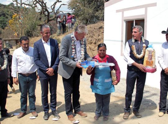 Audi de México entrega viviendas a Reconstruyamos Puebla