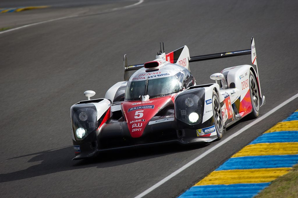 TOYOTA_GAZOO_Racing_-_Toyota_TS050_Hybrid_-5_(27726936021)
