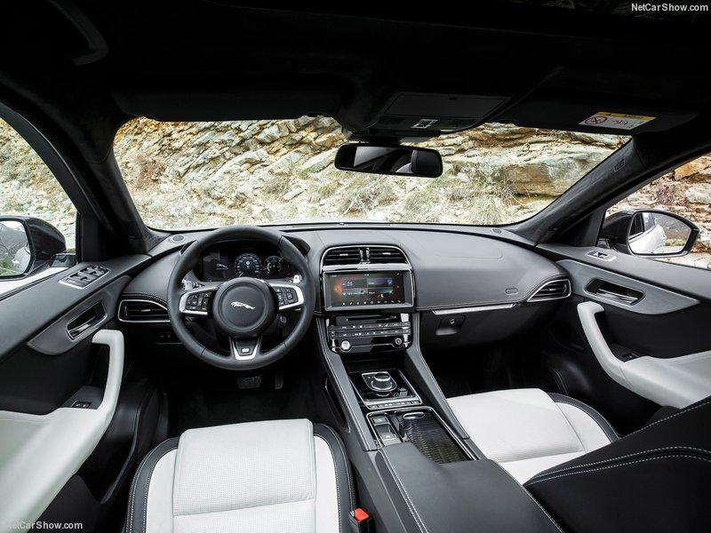 Jaguar-F-Pace-2017-800-8c